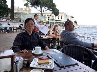 宮殿横のカフェから2.jpg